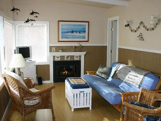 NEW LISTING! Beautiful dog-friendly cottage w/ ocean view and a shared courtyard