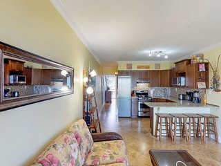 Lovely condo with stunning ocean views & entertainment - close to the beach!