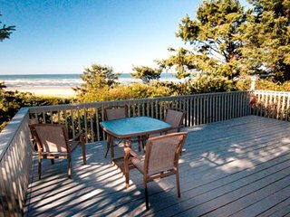 NEW LISTING! Dog-friendly beachfront cabin w/private path to beach & ocean view