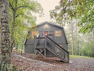 NEW LISTING! Secluded woodland cabin w/ deck, firepit & shared pool/tennis/gym!