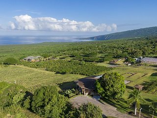 9bd/8.5ba Ocean view living on coffee farm, ocean views & private pool & spa