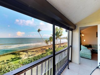 Beachfront Condo - Three Bedroom sleeps 7
