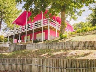 River Road Escapes - Water Haus