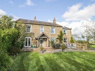 MEAGILL FARMHOUSE, five bedrooms, mezzanine, near Otley