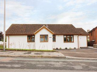CROKERS COTTAGE, modern with woodburner, Ipplepen
