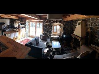 Petite maison en pierre, rustique et cosy, au calme