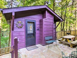 Quaint cabin w/ private deck, fireplace & shared game room/screened porch!