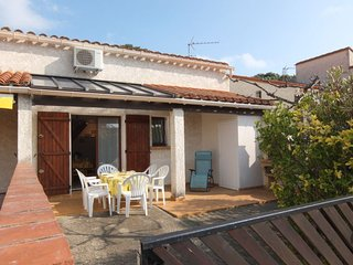 2 bedroom Villa with Air Con, WiFi and Walk to Beach & Shops - 5050632