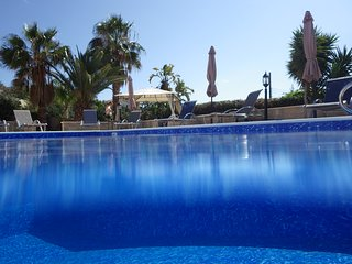 Villa Eftykhia - large villa, private pool, roof terrace, wi-fi, UKTV, BBQ