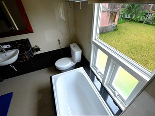 1 BR House Room with Bath Tub