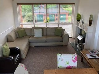 4 bed town house (sleeps 8) with Liverpool/River Mersey view