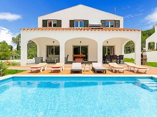 4 bedroom Villa with Air Con, WiFi and Walk to Beach & Shops - 5334253