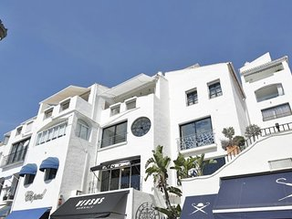 LUXURY FRONTLINE PUERTO BANUS MARBELLA PARKING