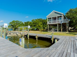 ADORABLE OCEANFRONT HOUSE W/ PRIVATE BOAT DOCK, LIFT & AMAZING VIEWS!!!