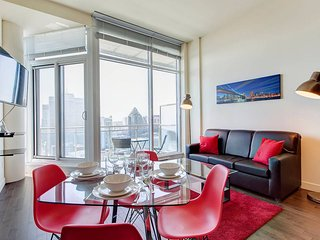 3905 V . SUPERIOR CONDOMINIUM WITH GREAT CITY VIEWS 2