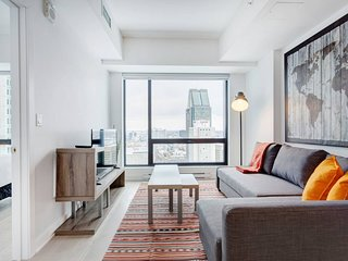 3802 TDC . Luxurious One Bedroom Condo Next to Bell Centre