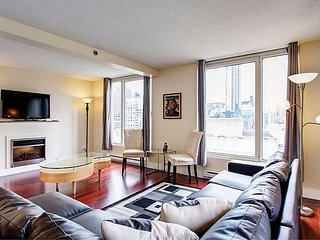 1314 SFX · GLAMOROUS TWO BEDROOM SUITE 3
