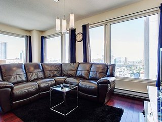 2114 SFX . GLAMOROUS TWO BEDROOM SUITE 2