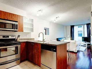 1704 SFX · BEST SUITE IN OLD MONTREAL 2