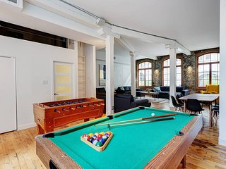 111 - 3BR New York Style Loft For +14 guests W/Patio (♥)