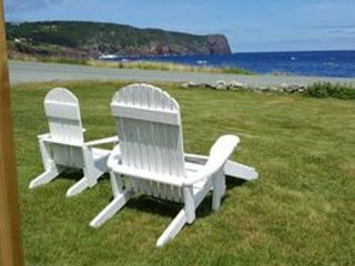 Traditional Oceanside Vacation Cottage - 12 minutes from St. John's (YYT), holiday rental in Pouch Cove