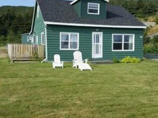 Traditional Oceanside Vacation Cottage - 12 minutes from St. John's (YYT)