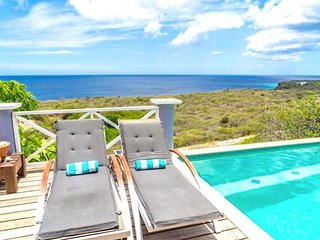 Villa Coral Breeze, swimming pool and unobstructed sea views. Resort.