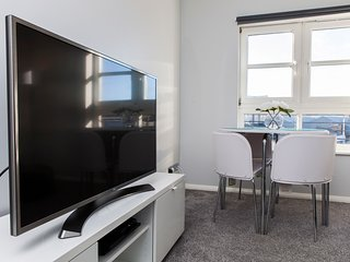 amazing apartments: Annandale Street - central luxury apartment and free parking