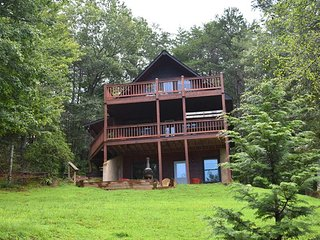 FORTUNE SEEKERS - 2BR / 2BA, Sleeps 5, Aska Adventure Area, Chiminea, 2 Gas Log