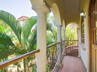 Tamarindo Villa in Walking Distance to Sandy Beach (Pueblo Colonial #4)