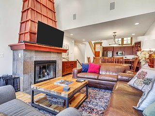 Ski-In/Out Townhome: Garage & Club Solitude Access