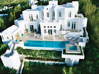 Sea Villa on Long Bay Beach: Sugar Sand Beach, Pool, Hot Tub, Butler, Concierge.