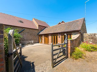 THE BYRE, character holiday cottage, with a garden in Billingsley, Ref 2476