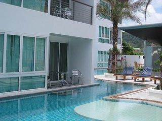 Ground floor pool apartment