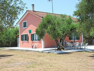 Nisos-3 bedroom split level country house