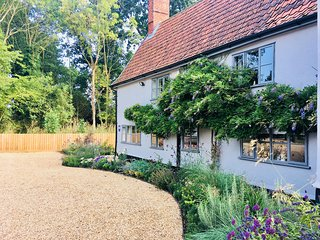 lovely 4* Self Catering Cottage Large private Garden & Terrace Sleeps 6 Guests