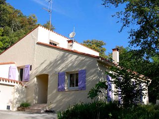 Peaceful & quiet South France holiday home sleeps 8