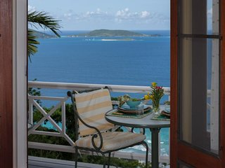 Azure Vista...3 bedroom dream getaway close to beach