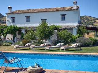 10 mins to Ronda, private, design led, luxury villa, mountain views, birdsong