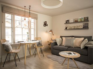 Central, gorgeous Scandi-style, apartment for 2