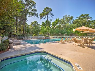 Hilton Head Condo w/ Lagoon View - Near Beach!