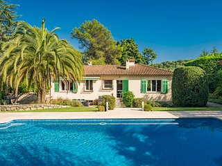 French Riviera - Mougins, near Cannes. Charming Villa with Pool