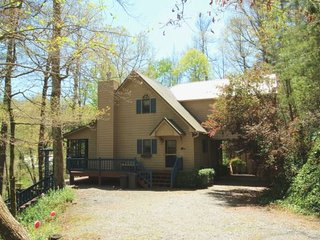 HOOK WINE AND LINGER - Beautiful Cabin Sitting On The Cartecay River! Sleeps 6-8