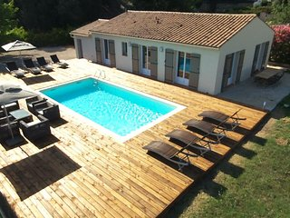VILLA 3 CHAMBRES ( 8 COUHAGES ) -  PISCINE ET PARKING PRIVES