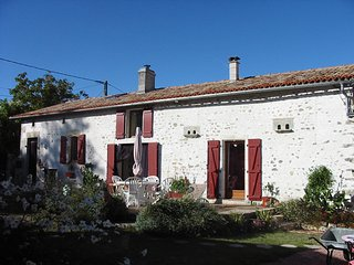 Charming 5 bedroom Gite with shared Pool