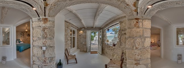 360° Photos, entry lower bedrooms