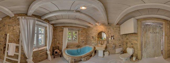 360° Photo,minoan bathroom