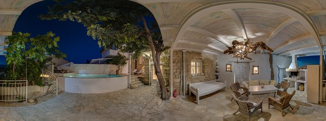 360° Photo, Outside living area, grill,Chimney, outdoor shower