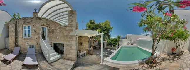 360° Photo,heatable Pool, entry to the kitchen and lower bedrooms, sun terasse 4 sunbeds