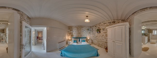 360° Photo,bedroom, doubblebed, ensuite bathroom raindrop shower All rooms with heatable-cooling Fun